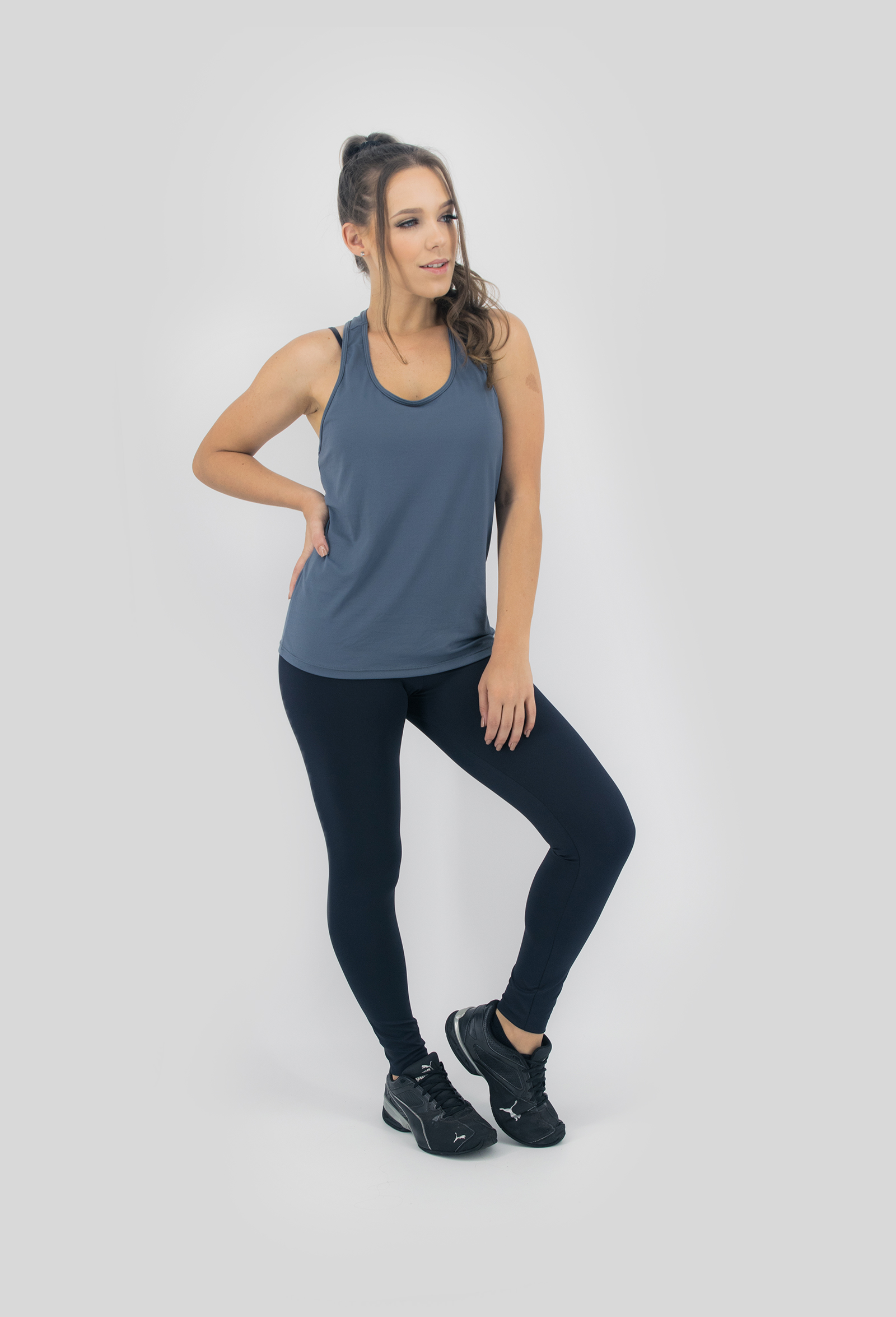 Regata NKT Chumbo, Coleção Move Your Body - NKT Fitwear Moda Fitness