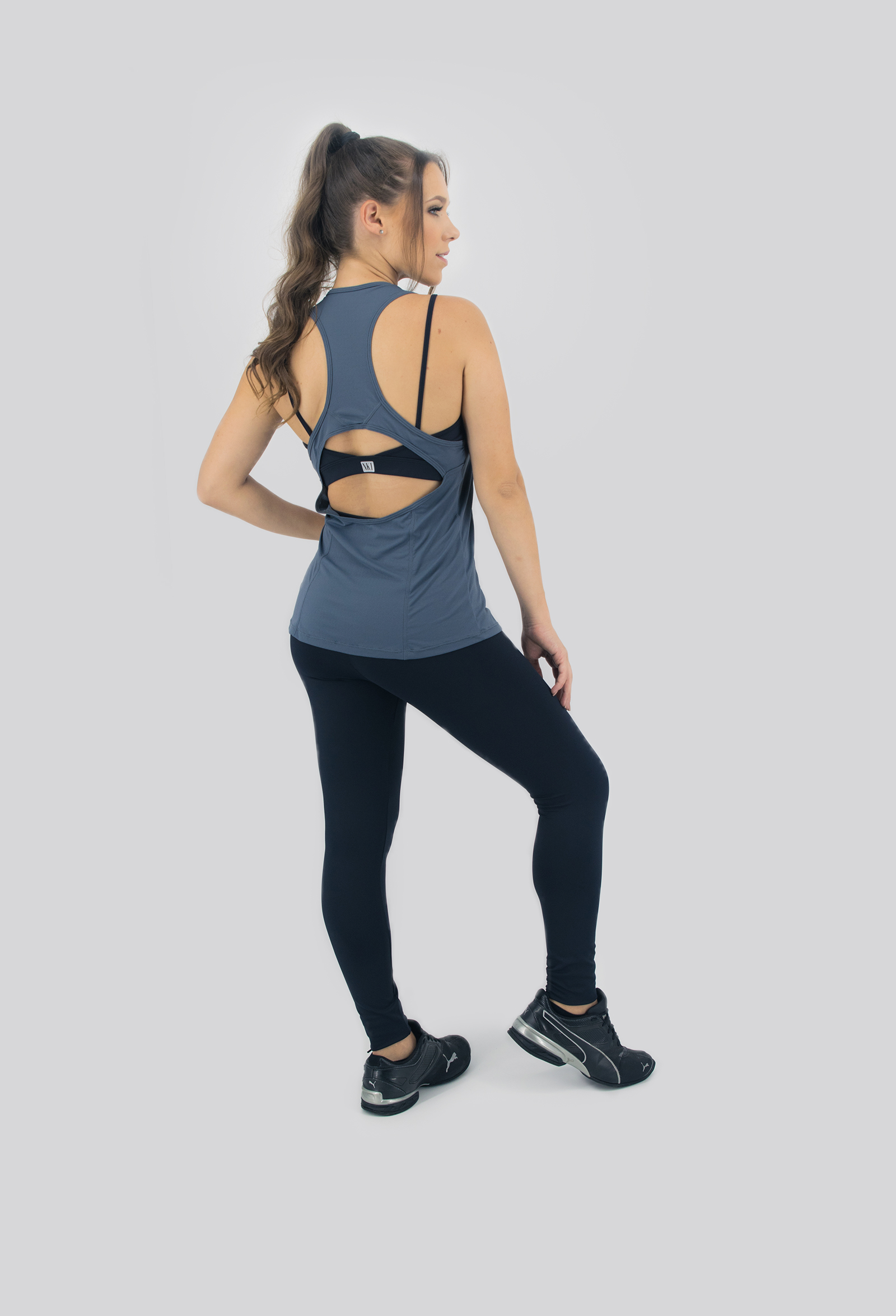 Regata Clipping Chumbo, Coleção Move Your Body - NKT Fitwear Moda Fitness