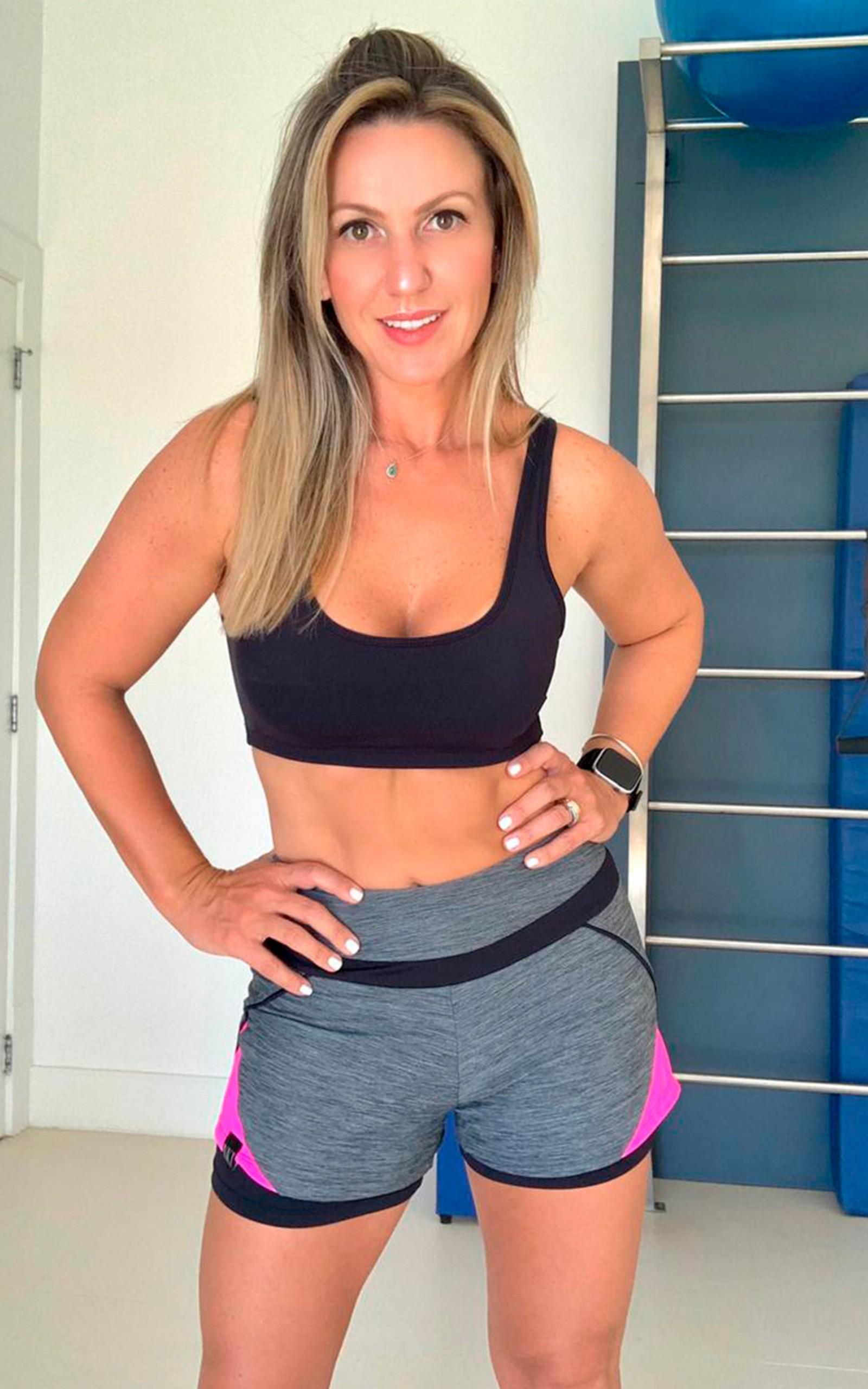 Top Arrow Preto, Coleção YOURSELF - NKT Fitwear Moda Fitness
