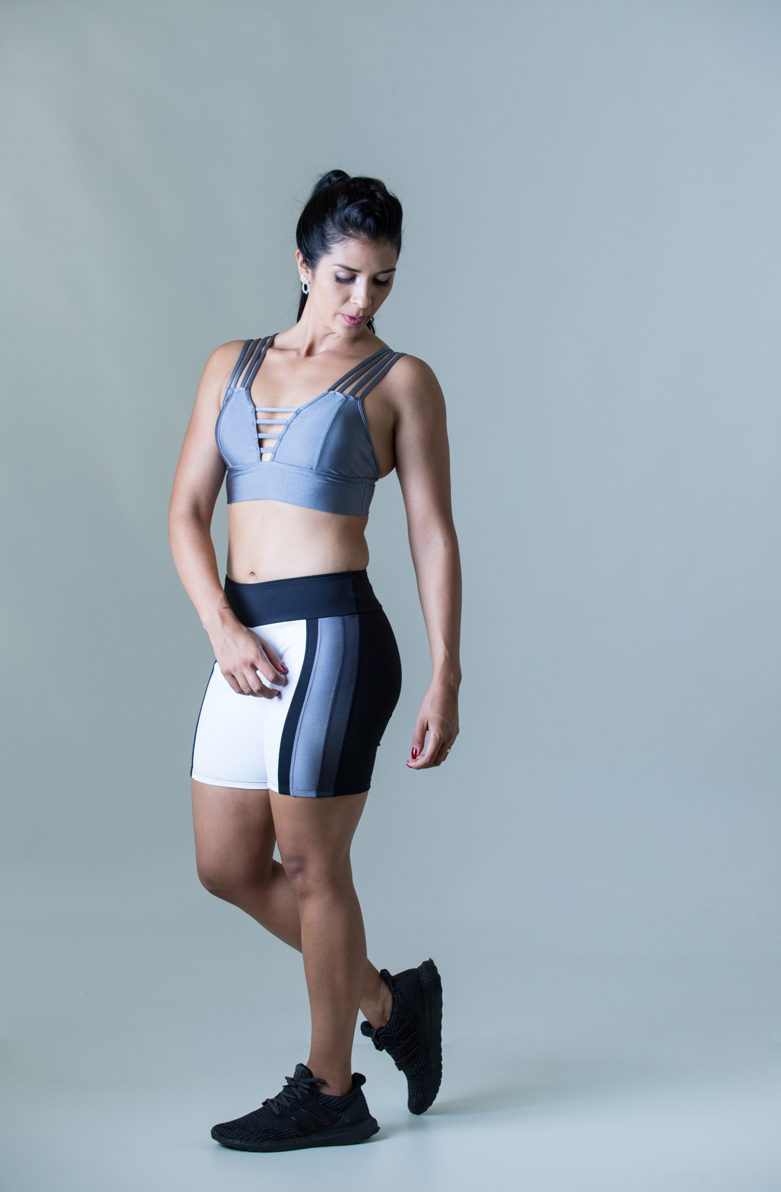 Bermuda Mellowness Cinza Plat, Coleção Plenitude - NKT Fitwear Moda Fitness