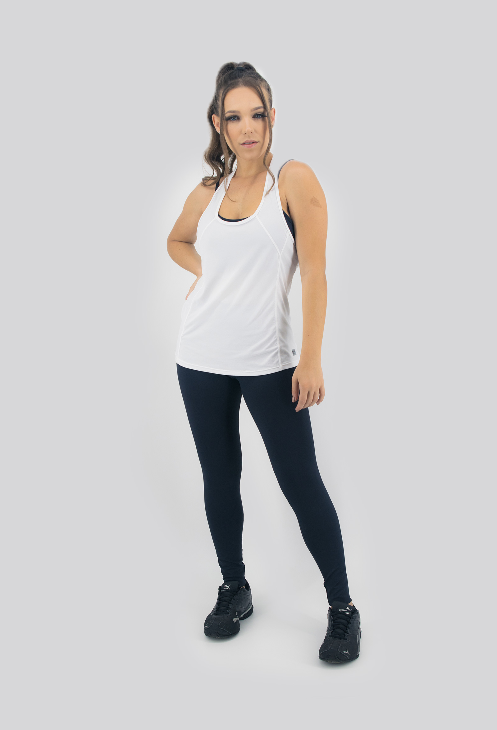 Regata Clipping Branca, Coleção Move Your Body - NKT Fitwear Moda Fitness